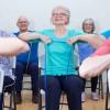 Personnes âgées : des étirements pour éviter les chutes